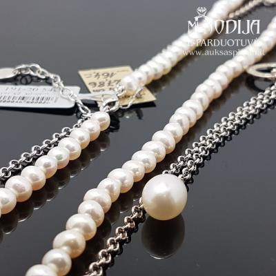 Perlų vėrinys su sidabrine grandinėle